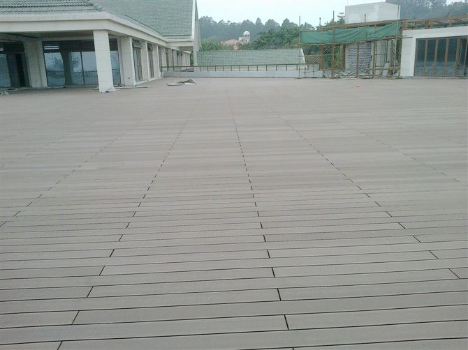 The Best Way To Stagger Joints In Deck Boards Enclosing Under Deck For Storage Clean Wood Plastic Composites Wood Plastic Composite Outdoor Wood Cleaning Wood