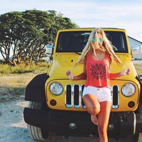 Sexy Jeep Girls, summerturquoise:   Image via We Heart It...
