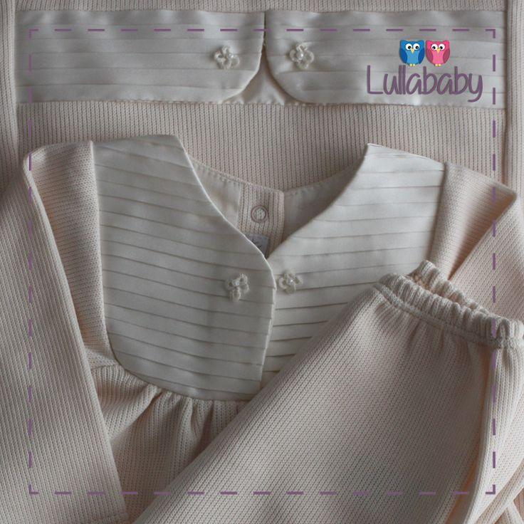 Conjunto Vestido com calça de pézinho pêssego 100% algodão tricotado com gola plissada e detalhes em tafetá off white.  Fornecedor: Petit Calin http://www.lullababy.com.br/pd-FCDC0.html