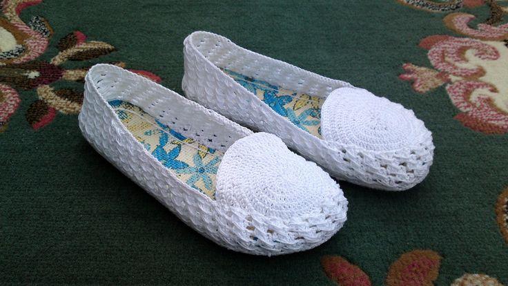 Te presento mis nuevas zapatillas. En verano me inicié con el ganchillo (en realidad ya tenía una ligera idea de cómo iba esto del croche...