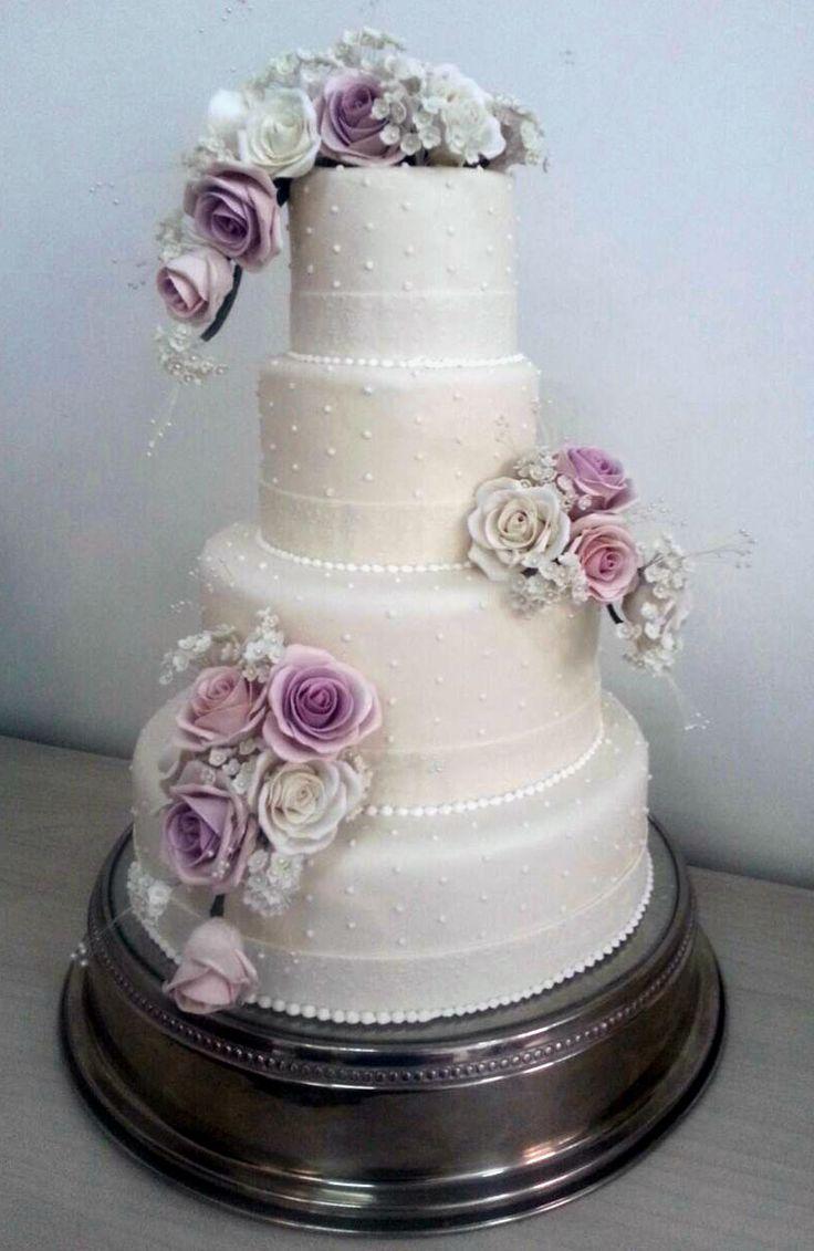 Bolo-branco-lilás