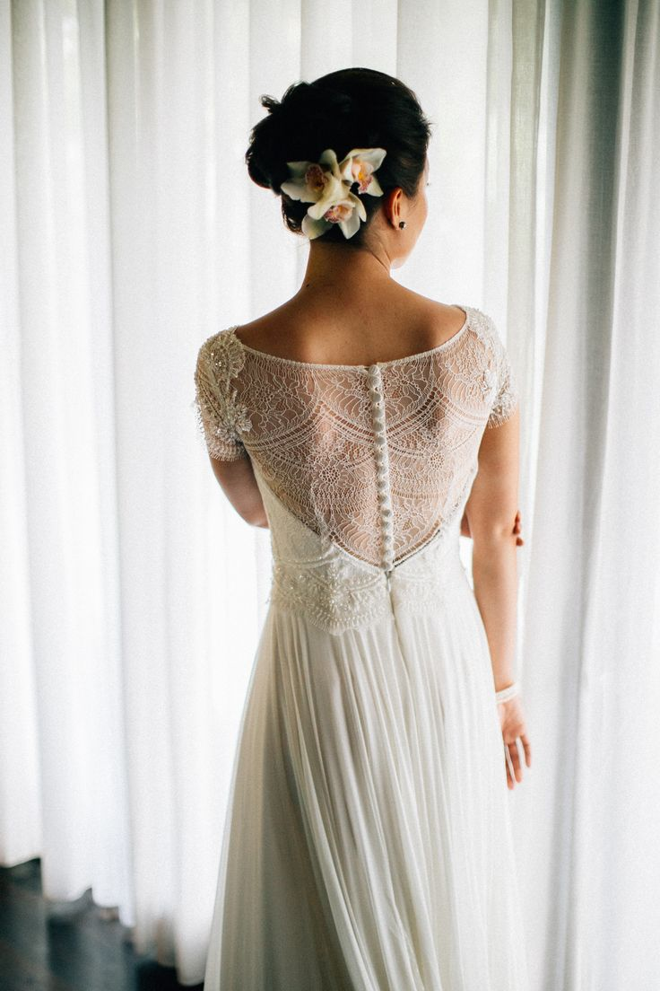 Alia Bastamam lace wedding dress. Taman Ahimsa, Bali.