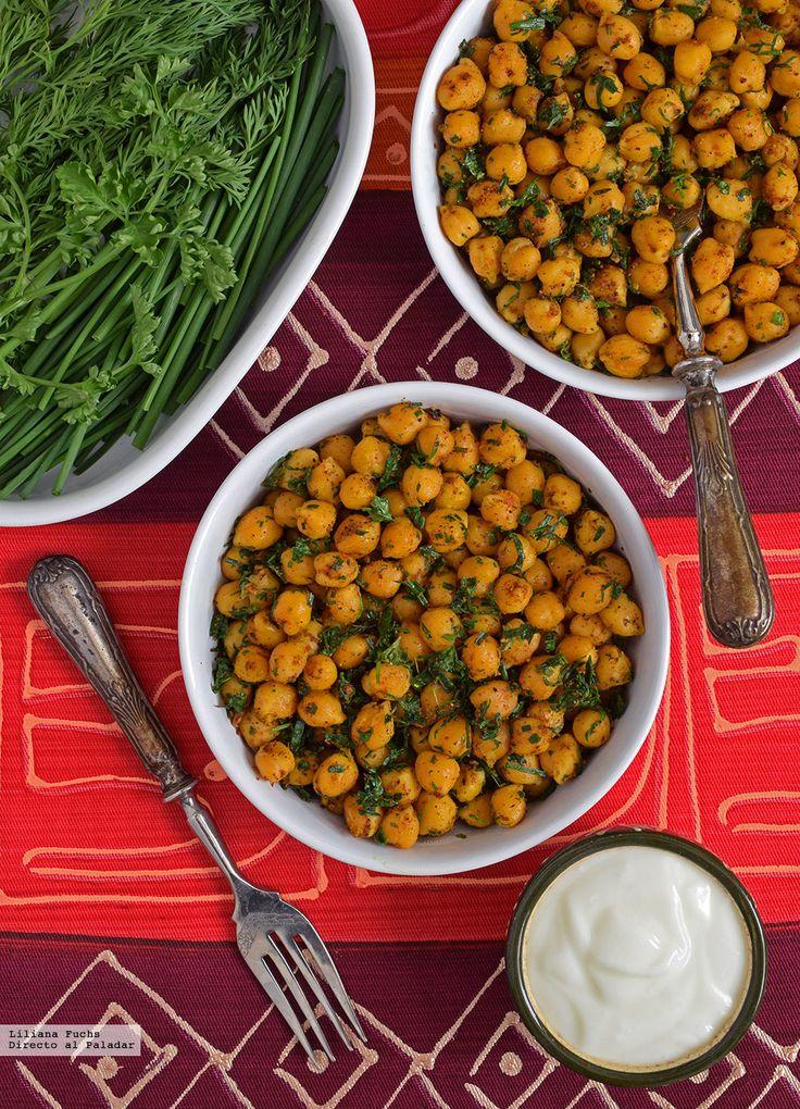 Te explicamos paso a paso, de manera sencilla, la elaboración de la receta de garbanzos crujientes con hierbas frescas. Ingredientes, tiempo de elaboración