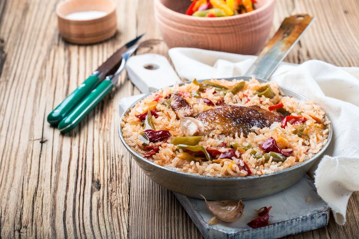 Egyedényes csirkecomb rizzsel és zöldségekkel - A hús ropogós, a köret szaftos
