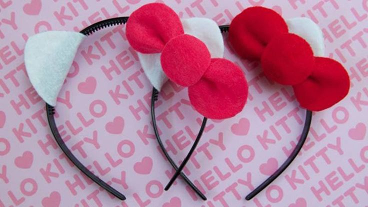 Your birthday party guests will have a great time playing with these no-sew Hello Kitty headbands.
