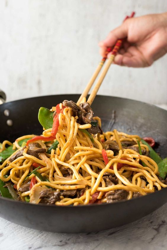 Spicy Beef Hokkien Noodles - An easy midweek meal you can make with whatever veg & proteins you have in your fridge!