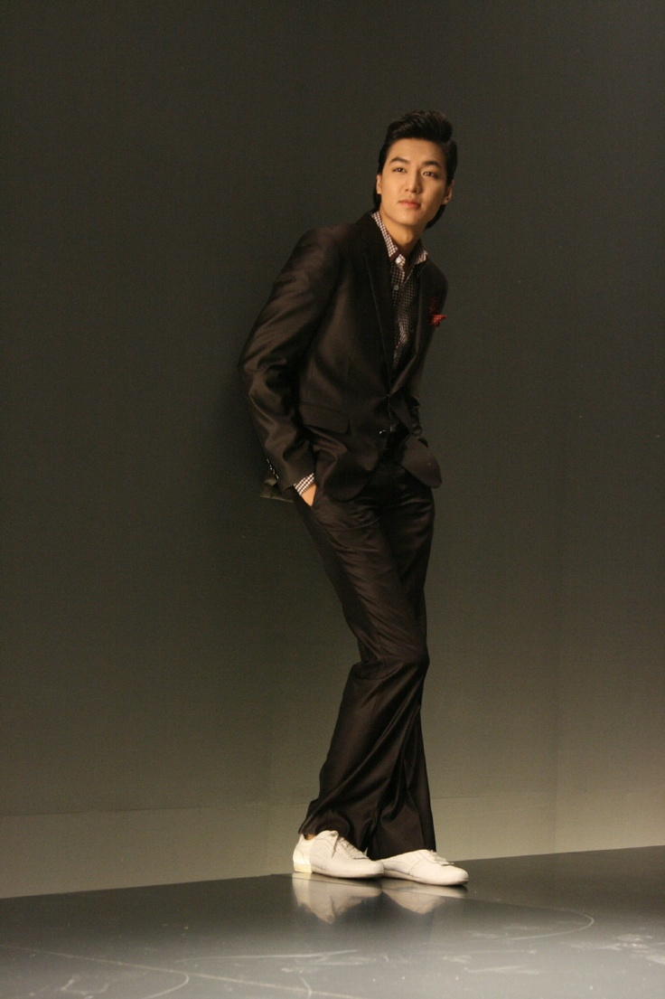 lee min ho. This reminds me of a shot of JIS...long legs in a suit.