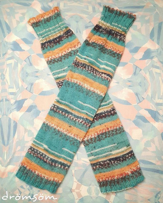 insta: _dromsom_  loong legwarmers with yarn from drops (fabel print, blue sea)  #knitting #stickning #legwarmers #craft #handmade #craftastherapy #drops #fabel