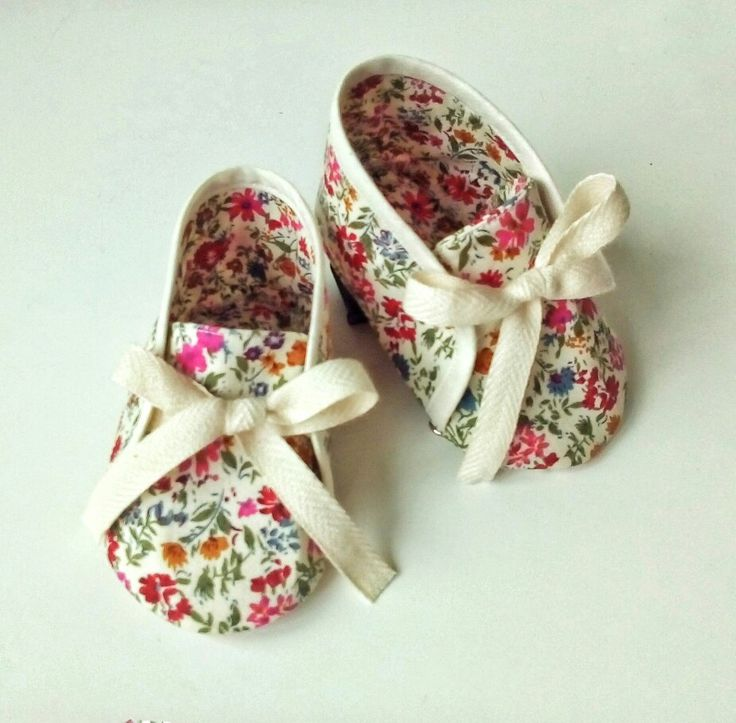 Pantofiori fetita 0-6 luni - by Pravalia cu Papusi 100% bumbac Handcrafted in Romania  #pantofiori #nounascut #bebe #cadoubetita #botosei #cadoubotez
