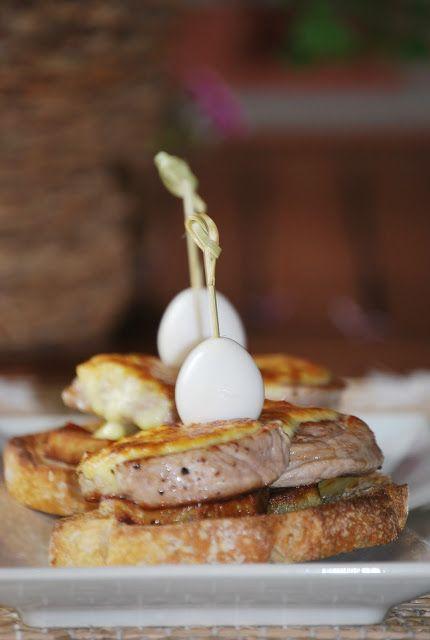 CHEZ SILVIA: Tosta de filete de cerdo, con patatas y mayonesa de manzana.