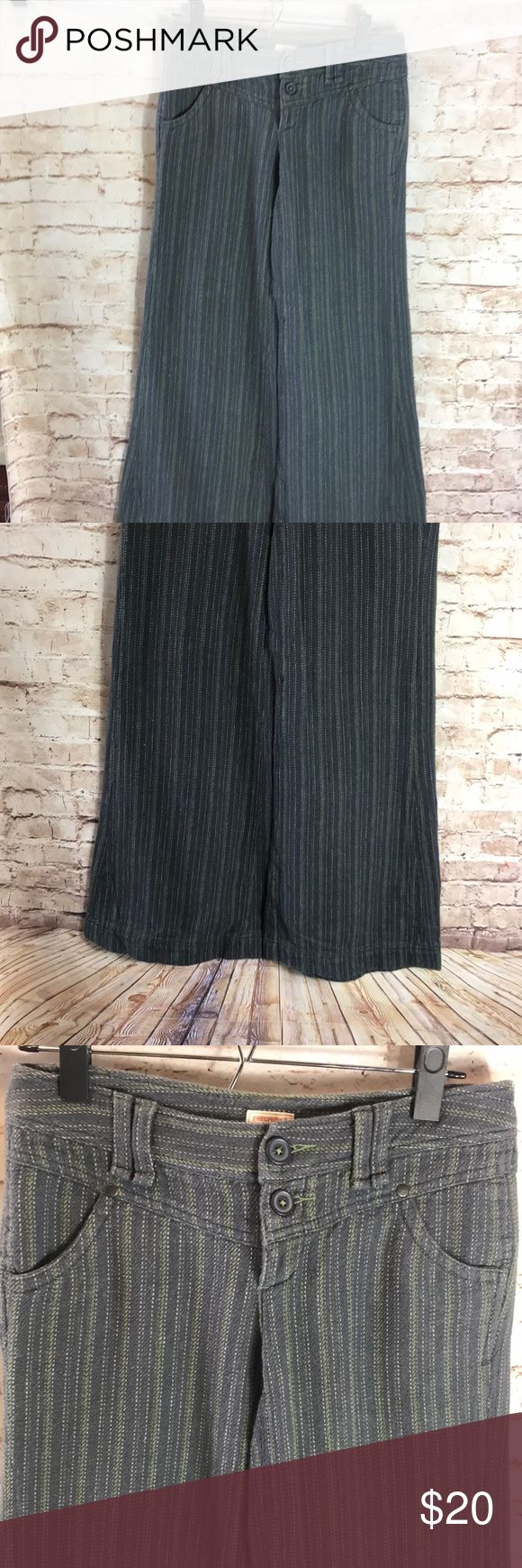 """✨FREE PEOPLE✨ Women's free people wide leg pants size 2   Laying Flat 🔹Waist: 14.5"""" 🔹Rise: 8"""" 🔹Inseam: 28"""" 🔹Condition : Preowned no rips, tears , marks or stains . Pet free smoke free Free People Pants Boot Cut & Flare"""