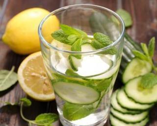 Eau détox concombre, citron et menthe spécial ventre plat