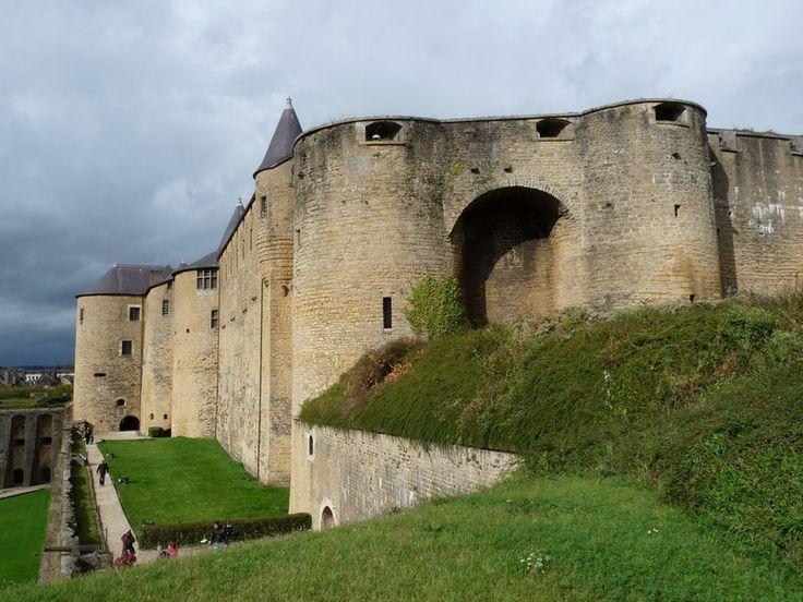 Le château-fort de Sedan (Ardennes). Le plus grand château-fort médiéval d'Europe.