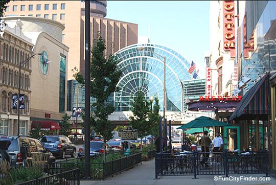 A street scene on Washington St. in Downtown Indianapolis