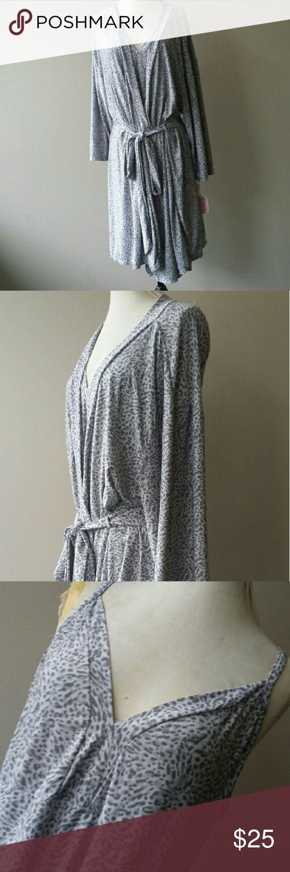 3X Plus Size Lingerie Robe & Nightie Slip Set Stretchy material.  Excellent unused condition and has been freshly laundered. Plus size 3x. Intimates & Sleepwear Robes
