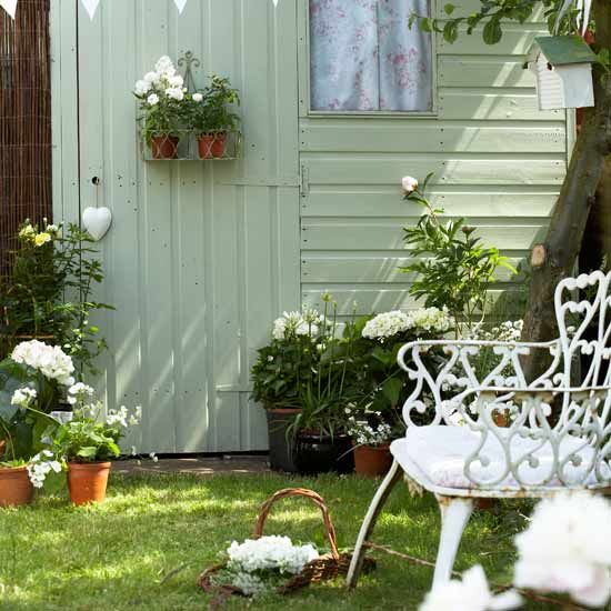 I've been planning to decorate my garden shed for a while now. This has inspired me. I will start work this weekend ...