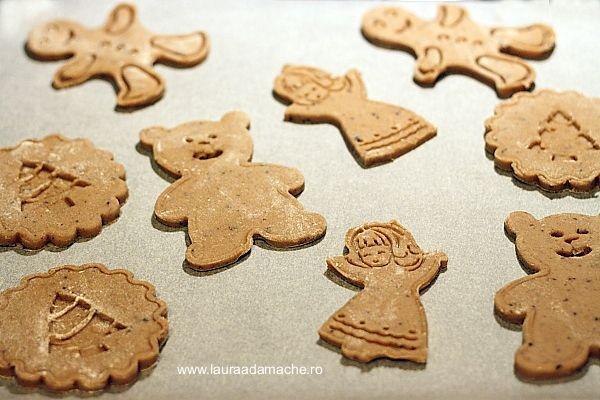Biscuiti de turta dulce decupati