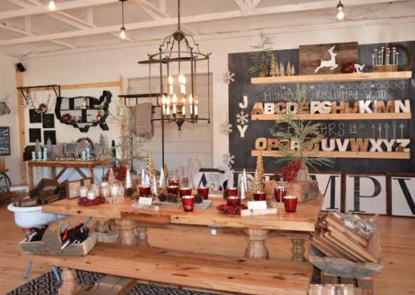 758 best homes chip joanna gaines images on pinterest for Is clint harp still on fixer upper