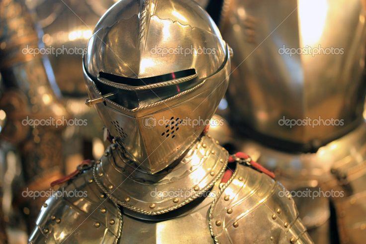Средневековые доспехи рыцаря — стоковое изображение #9042345