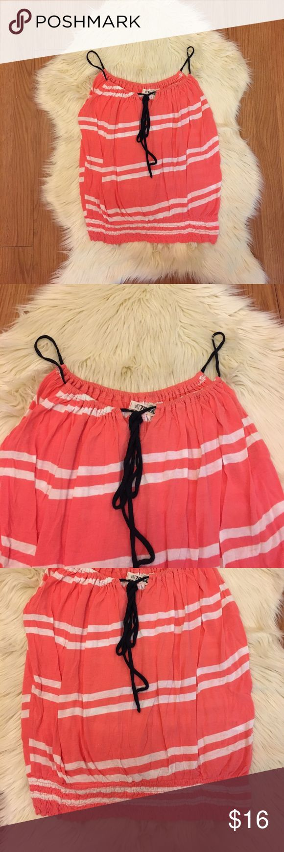 Michael Stars Striped Cami Top W/ Keyhole Michael Stars. One Size, but fits closer to Small. Cami style top. With keyhole detail. Coral and white stripes. 100% Rayon. Have any questions ask away! Bundle 3 items or more and save 20% off! Offers Welcomed! No Trades ⛔️ Tops Camisoles