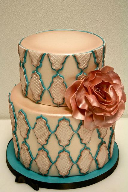 Vintage Chic Wedding CAke, via Flickr.