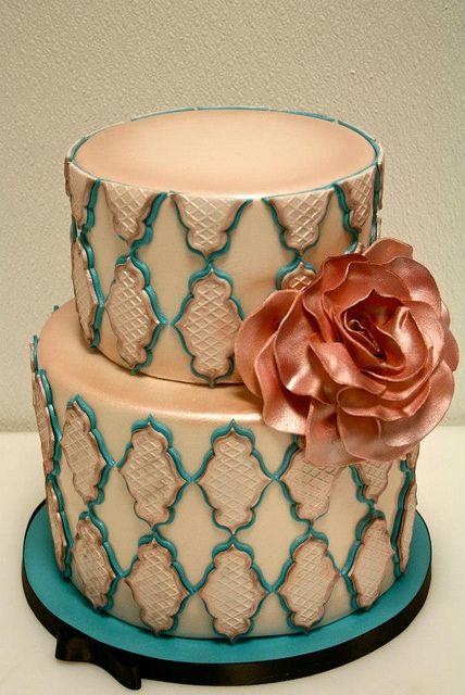 Vintage Chic Wedding CAke, via Flickr.