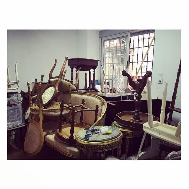 A trabajar se ha dicho!! 💪🏻 #tallerdemuebles #workroom #vitaminaworkroom  #interiordesign #malagacentro #diy #restauracion #creando #workingday #designdecor #antigüedades #interiorinspiration