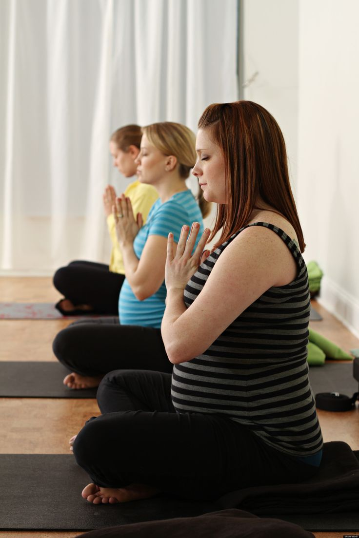 5 Health Benefits Of Prenatal Yoga For Expecting Mothers