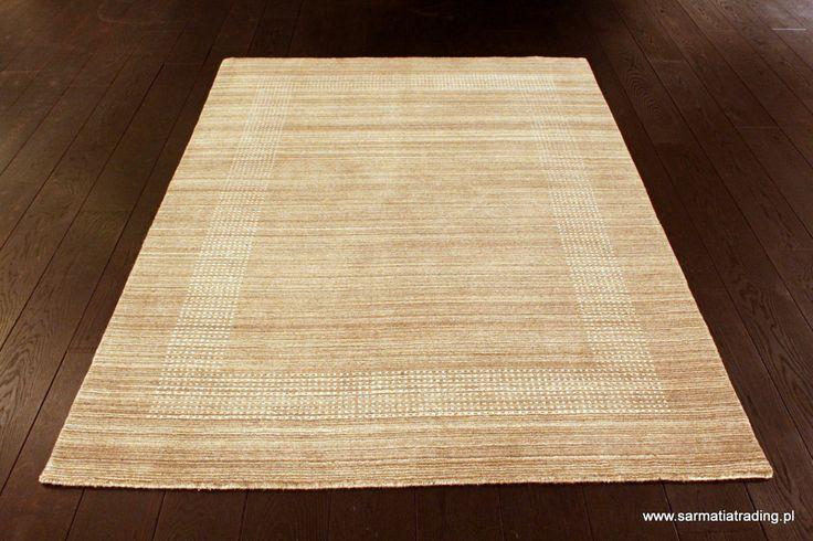 Stonowany kolorystycznie dywan, ręcznie utkany z wełny w naturalnym kolorze. http://www.sarmatiatrading.pl/sklep/dywany-nowoczesne/lori-natural-sarurn/
