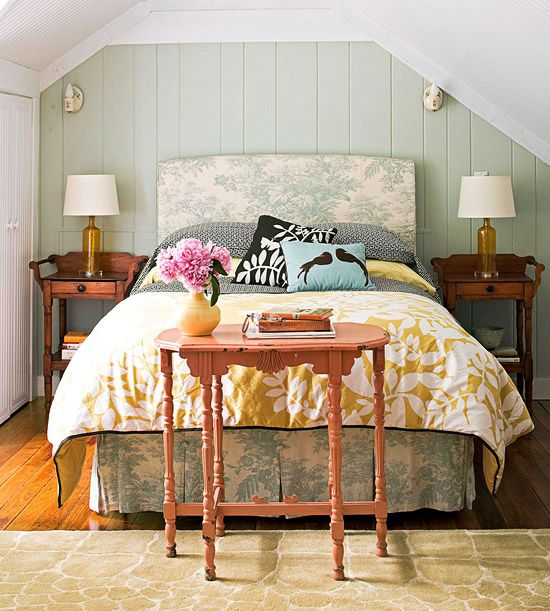 Keeping vintage fresh with color.  #BedroomsWall Colors, Ideas, Cottages Style, Beds, Cottages Bedrooms, Guest Bedrooms, Bedrooms Design, Guest Rooms, Bedrooms Decor
