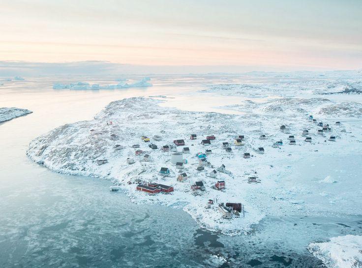Исерток, Гренландия / Isortoq, Greenland  Это крошечная деревня в Гренландии с населением около 70 человек. Часто служит отправным пунктом для экспедиций на ледниковый щит Гренландии.