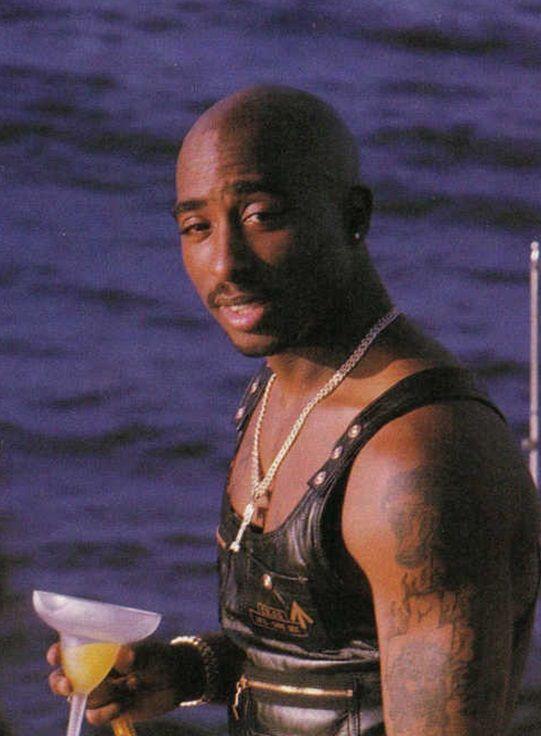 Tupac Shakur, 1995 photo shoot for All Eyez on Me | Love ...