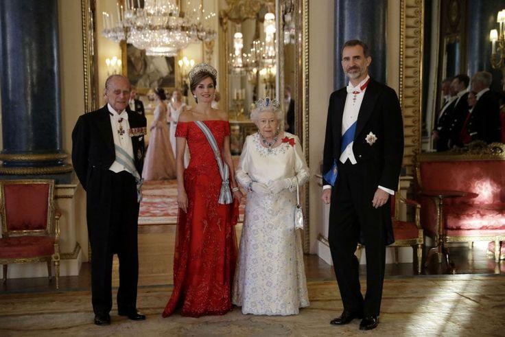 Londra, Letizia incontra Elisabetta: generazioni di stile a confronto