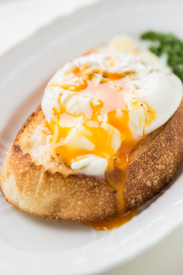 How to Poach an Egg from [No Recipes]    http://www.pbs.org/food/fresh-tastes/poached-eggs/