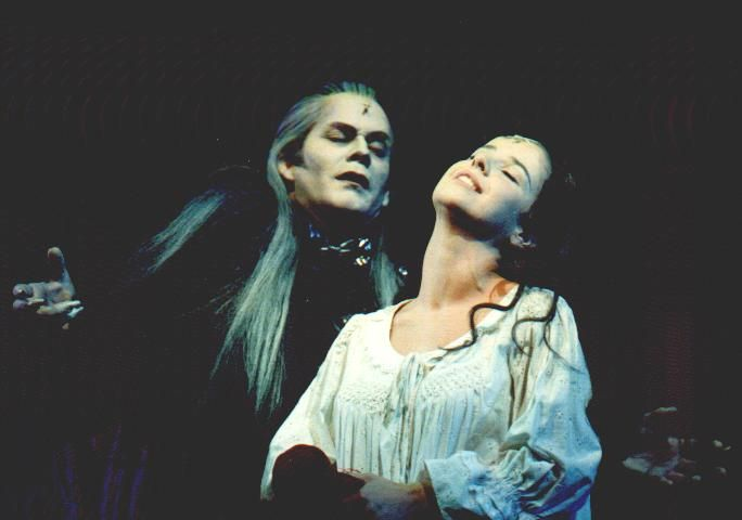 "Graf Krolock(Steve Barton) und Sahra (Cornelia Zens) ""Totale Finsternis...."""