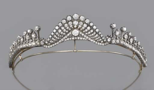 AN ANTIQUE DIAMOND TIARA/NECKLACE, The central old-cut diamond fan-shaped scrolling panel to the graduated knife-edge collets with fleur-de-lys spacers, mounted in silver and gold, detaches to form a brooch, with comb fitting, circa 1870, 41.5 cm. inner circumference