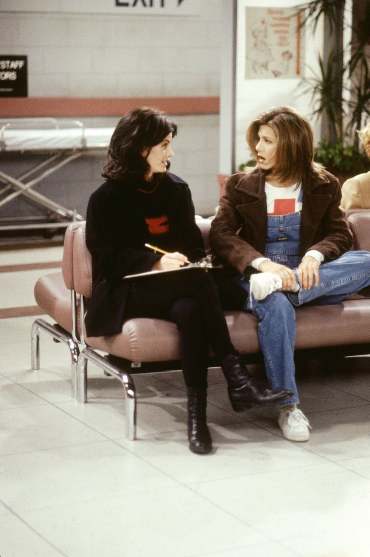 Monica Geller (Courteney Cox), Rachel Green (Jennifer Aniston) ~ Friends Episode Stills ~ Season 1, Episode 17 ~ The One with Two Parts: Part 2