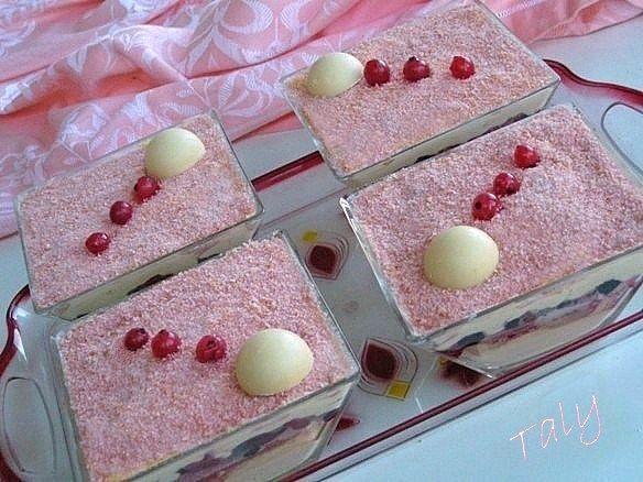 TIRAMISU' ROSA ai #fruttidibosco , #cioccolato bianco e biscotti rosa di #Reims