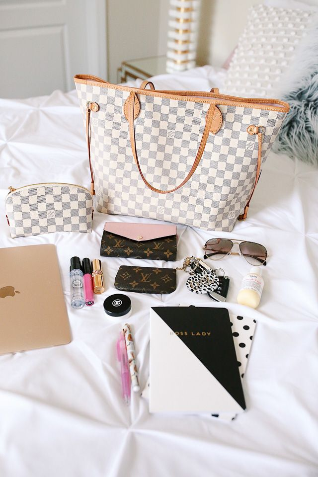 Southern Curls & Pearls: Louis Vuitton Neverfull Review + What's In My Bag! I LOVE this bag, it is my favorite. Darling wallet with pink!!!