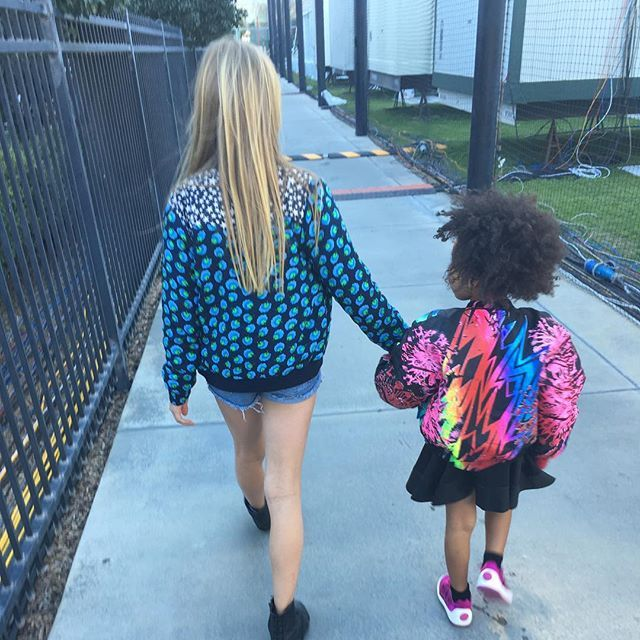 Pin for Later: Get an Inside Look at Super Bowl 50, Courtesy of Your Favorite Stars Apple Martin and Blue Ivy Carter