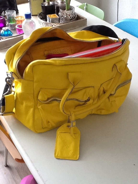 Love this bright yellow purse!