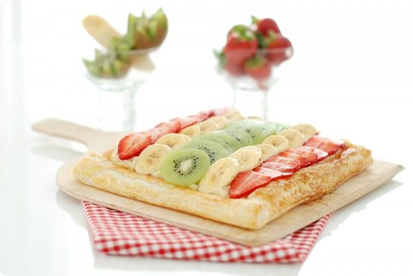 Tarta de frutas con kiwi, plátano y fresas
