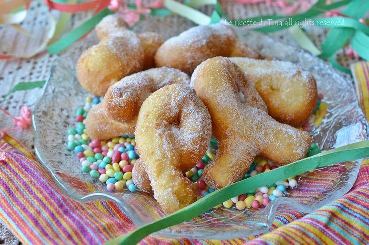 Fiocchetti dolci alla ricotta di carnevale,dolci fritti senza burro buoni e allegri!Si preparano in pochi minuti questi dolci alla ricotta di carnevale