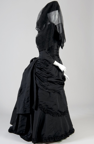 Victorian mourning dress and mourning hat with veil.
