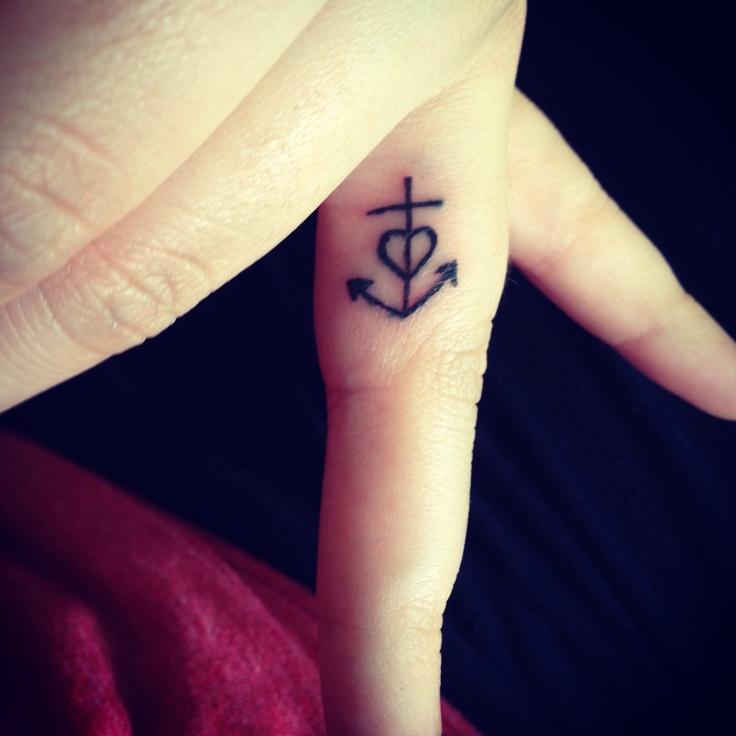 Tatuagens nos dedos - 8 estilos para você se inspirar