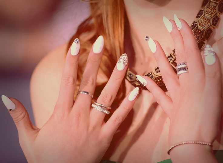 What is a nail piercing? Bella Thorne explains it all!