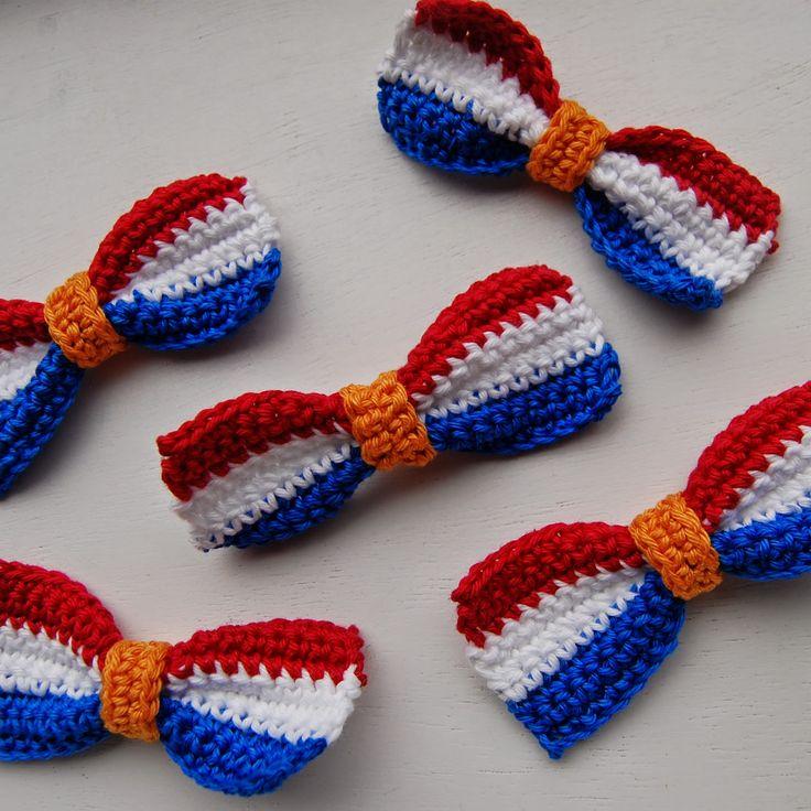 Strikjes haken voor Koningsdag - gratis patroon strikje in rood-wit-blauw en oranje