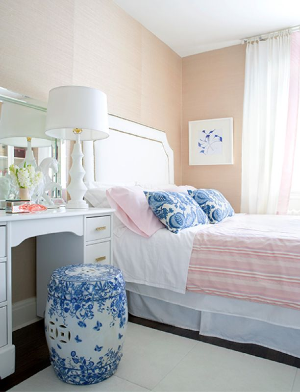 Like the accents of blue and white