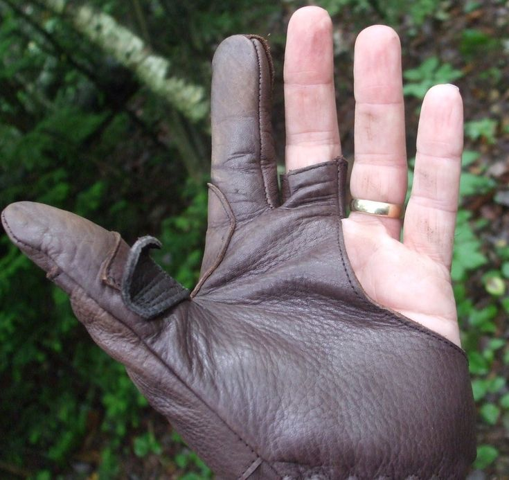 Thumb release glove - an alternative to the horn ring.(3 Rivers Archery) - self.