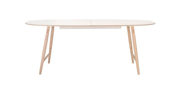Vårt matbord Monday är så hållbart att det borde användas varje dag. Benen är tillverkade i ek, ramen i solid stål och en bordsskiva i vitt laminat som gör att det här bordet tål allt från vilda barn till tjuriga svärföräldrar och vinmiddagar. Vem sa att måndagar är tråkiga?